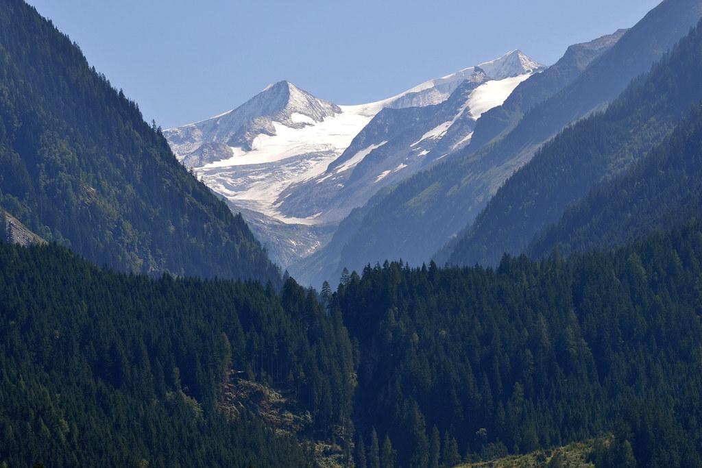 Was die Höhe betrifft, so ist der Großvenediger (3.658 Meter) unangefochten Spit..