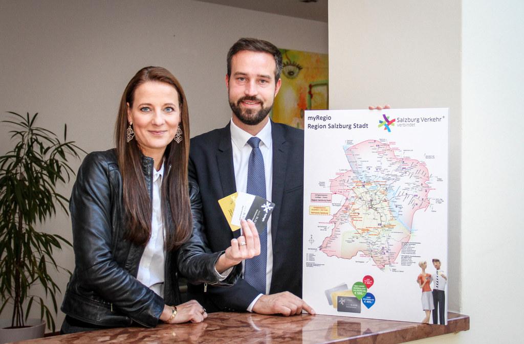 LR Stefan Schnöll und SVV-Geschäftsführerin Allegra Frommer präsentieren ein neues Angebot: Nach den attraktiven myRegio-Jahreskarten gibt es ab sofort auch die günstigen myRegio Student-Tickets.