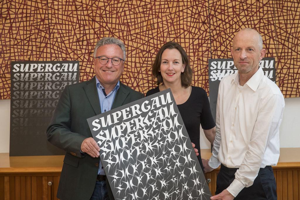"""Erstmals """"SUPERGAU"""" im Mai 2021 im Flachgau. LH-Stv. Heinrich Schellhorn, Tina Heine und Theo Deutinger präsentierten die Eckpunkte des neuen Festivals für zeitgenössische Kunst."""