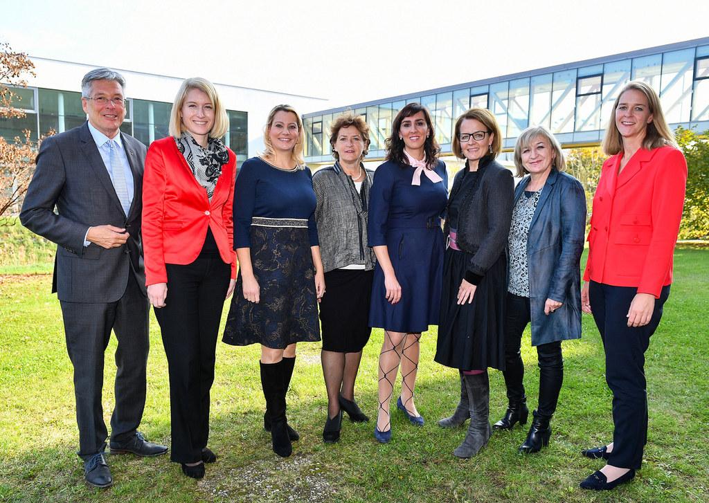 LR Andrea Klambauer, LR Maria Hutter und ihre Regierungskollegen aus den Ländern..