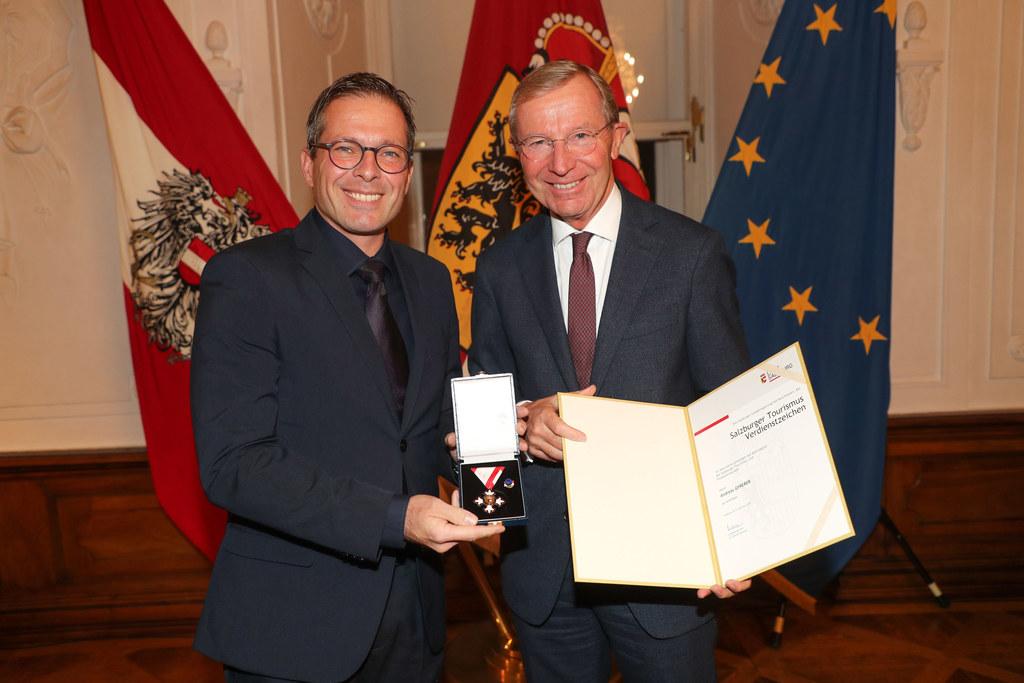 17 verdiente Touristiker wurden von LH Wilfried Haslauer ausgezeichnet, wie auch..