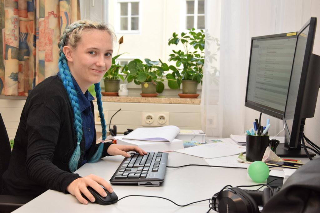 Julia Herzog wird im Land zur Programmiererin ausgebildet. Selber Lösungen zu er..