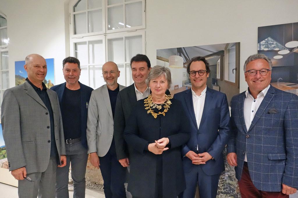 """Ausstellungseröffnung """"Neue Architektur in Südtirol"""": Georg Klotzner, Roman Höllbacher, Heinz Plöderl, Martin Huber, Elsa Brunner, Daniel Burtscher und LH-Stv. Heinrich Schellhorn."""