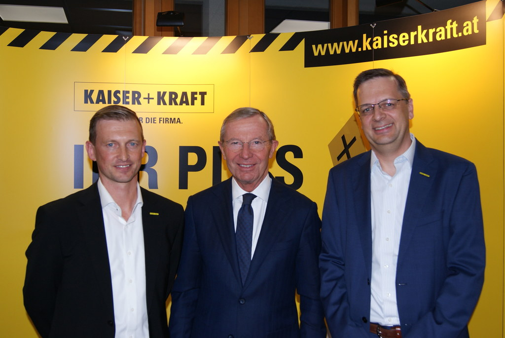 Hans Peter Helminger (GF Kaiser+Kraft GmbH), LH Wilfried Haslauer und Michael Mo..