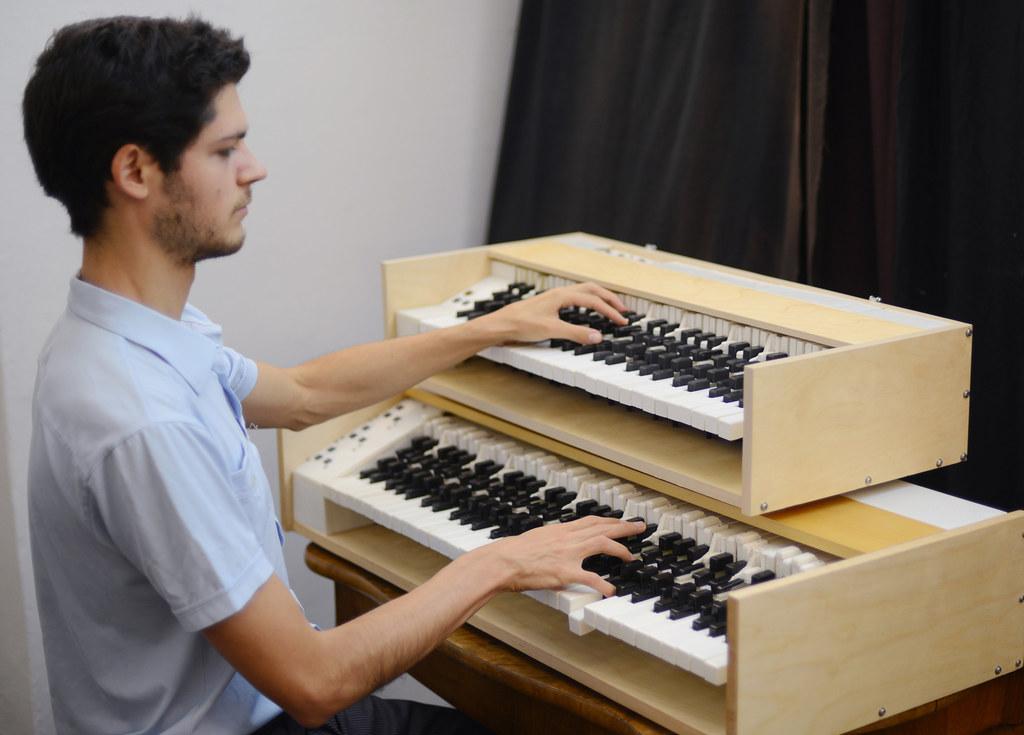 Georg Vogel hat ganz neue Tasteninstrumente entwickelt. Das Jahresstipendium des Landes unterstützt ihn darin, weitere Werke dafür zu komponieren.