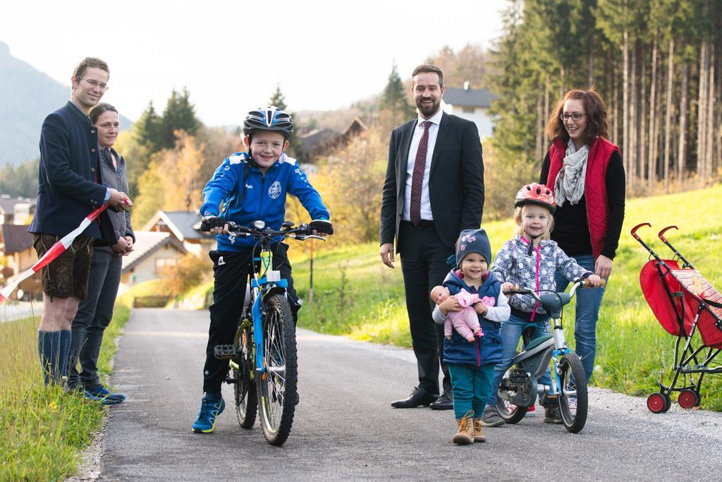 In Ebenau hat LR Stefan Schnöll  im Vorjahr einen neuen Radweg eröffnet. Ab heuer werden die Gemeinden des Landes bei Planung und Bau besser unterstützt.