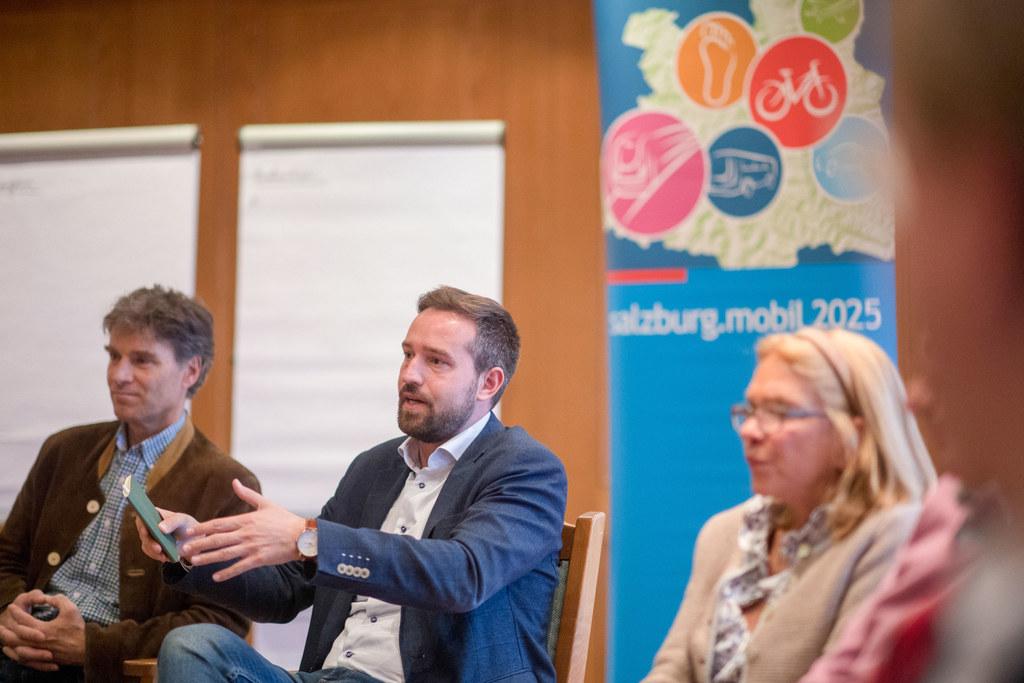 Beim Bürgerrat in Puch erörterte LR Stefan Schnöll Möglichkeiten und Ideen, wie ..