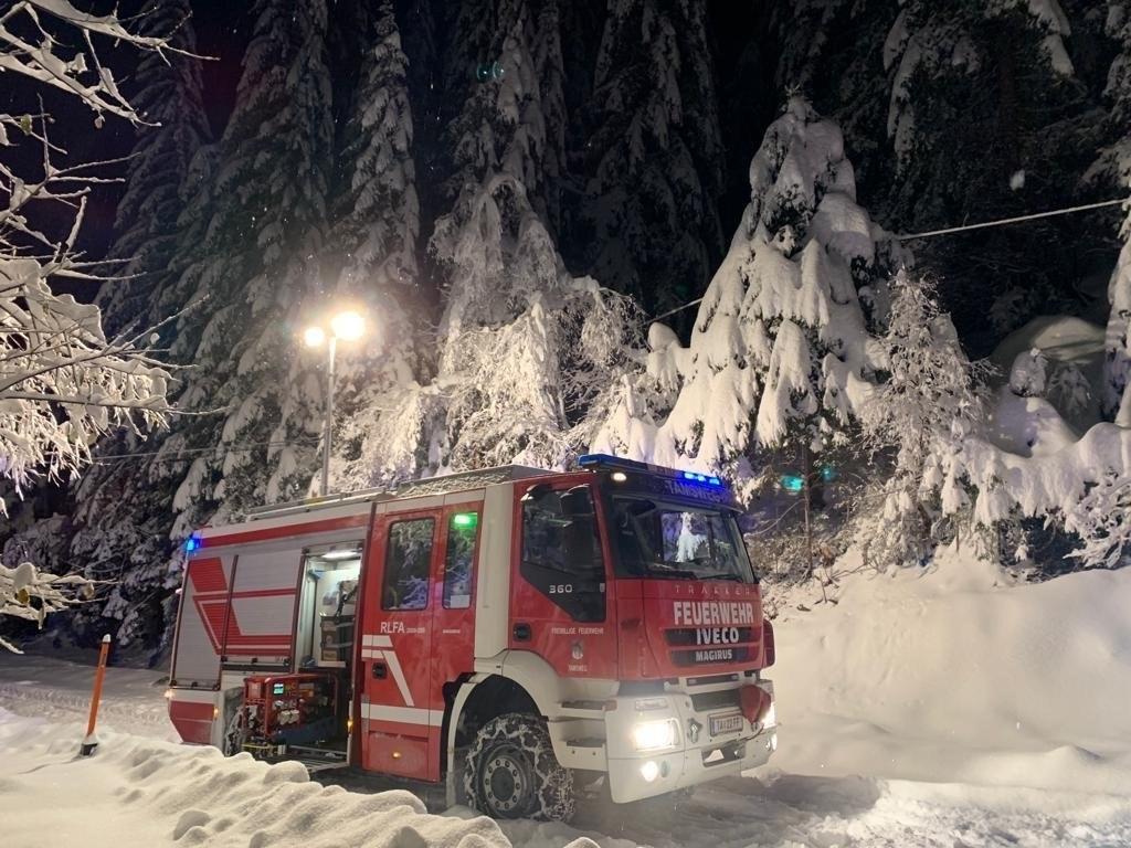 Die Feuerwehren im Lungau, wie hier in Tamsweg, sind nach den starken Schneefäll..