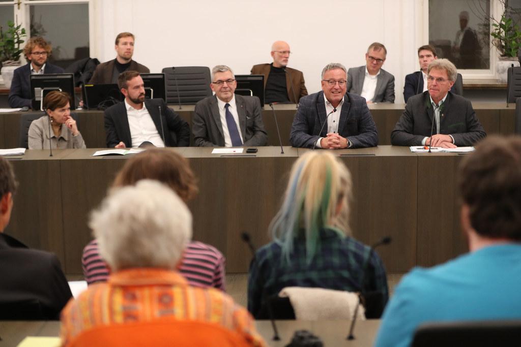 """In einem """"Bürgercafé"""" wurden den Mitgliedern der Salzburger Landesregierung heut.."""