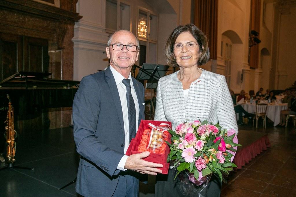 LH-Stv. Christian Stöckl verabschiedete Pflegedirektorin Margarete Hader in den ..