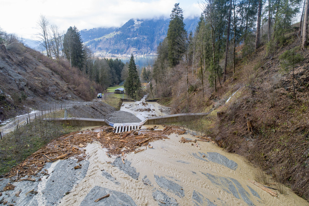 Die Sperren der Wildbach- und Lawinenverbauung in Thumersbach waren nach den Niederschlägen im November 2019 mit Murmaterial gefüllt.