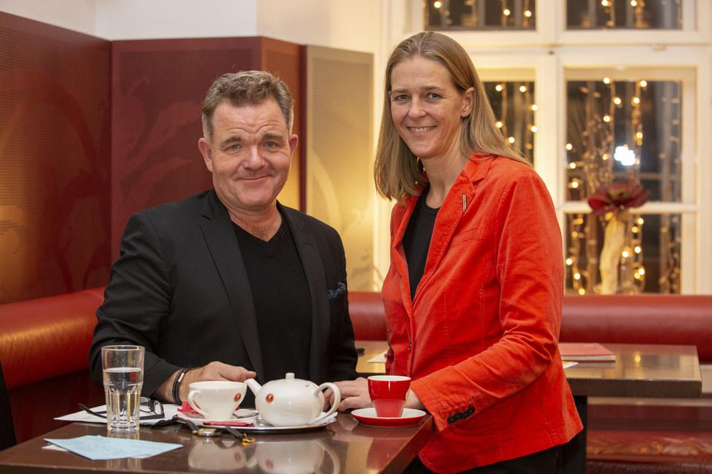 Beim ersten Erzähl-Café in Salzburg mit Cornelius Obonya und LR Andrea Klambauer..