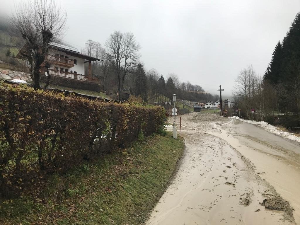 Im Thumersbachtal drohen weitere Murenabgänge. Betroffen ist der Bereich Mitterb..