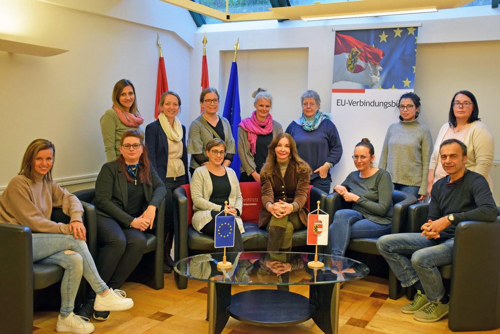 Eine 12-köpfige Delegation mit Projektträgern aus dem ganzen Bundesland unter de..