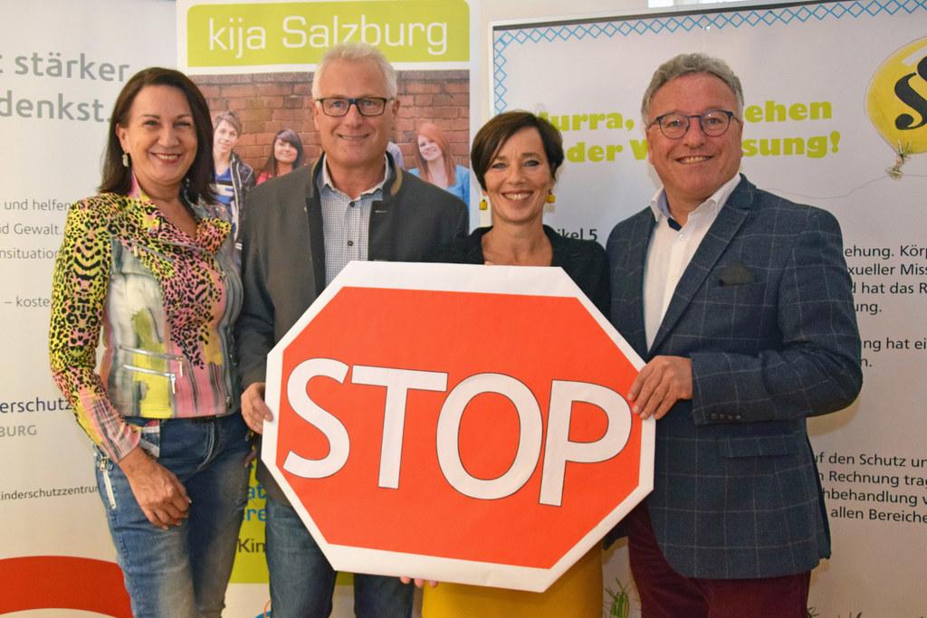 """""""Stopp zu Gewalt in der Erziehung"""" - das zeigen Ernestine Berger (vom Institut f.."""