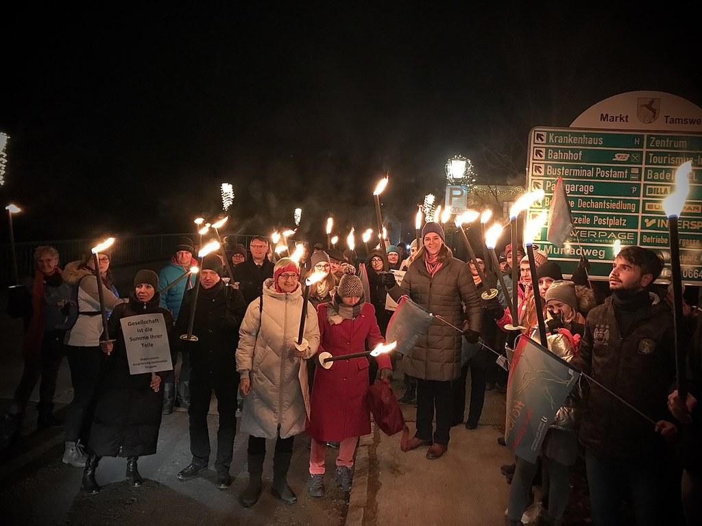 In der Gemeinde Tamsweg im Lungau fand ein Lichter-marsch gegen Gewalt statt.