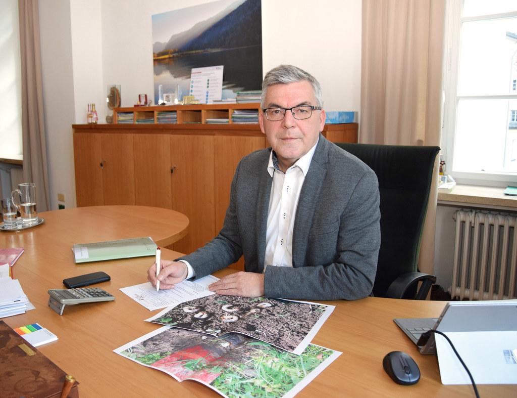 LR Josef Schwaiger zur Engerlingplage: Für betroffene Landwirte gibt es Hilfe - auch, damit die Schädlinge nicht wiederkommen.
