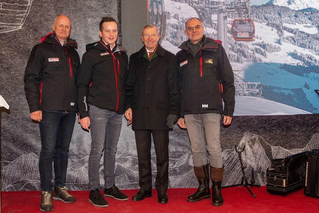 Eröffneten die neue Zwölferkogelbahn: LH Wilfried Haslauer mit Hans Georg Bachmann (GF Hinterglemmer Bergbahnen), Bgm. Alois Hasenauer und Peter Mitterer (GF Hinterglemmer Bergbahnen).