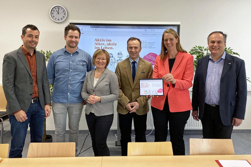 Sie stellten die neue Kursdatenbank für 50+ Salzburgerinnen und Salzburger, vor:..