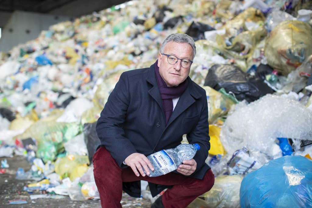 LH-Stv. Heinrich Schellhorn: 50 Millionen PET-Flaschen werden pro Jahr falsch im Restmüll entsorgt.