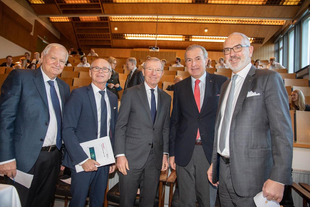 LH Wilfried Haslauer und  LH-Stv. Christian Stöckl mit SALK-GF Paul Sungler, Eugen Trinka (Vorstand Neurologie) und Rektor Herbert Resch (PMU).