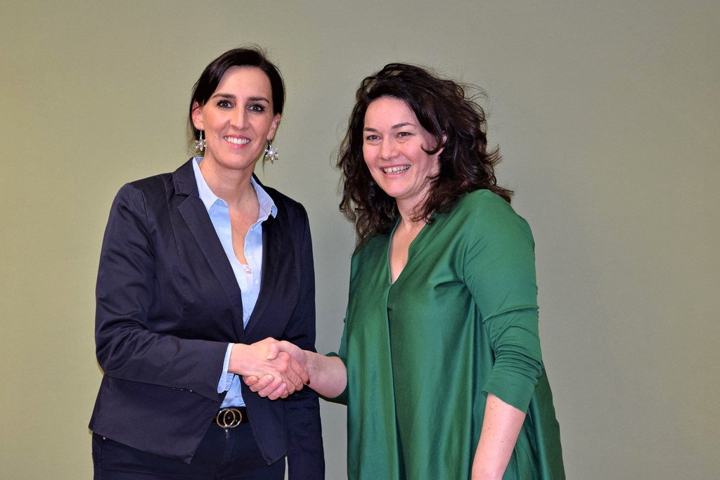 Salzburgs LR Maria Hutter übergab den Vorsitz im Nationalparkrat Hohe Tauern an die Tiroler LH-Stv. Ingrid Felipe.
