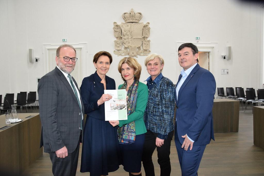 LTP Brigitta Pallauf nahm den Bericht von den Bundesratsabgeordneten (von links) Silvester Gfrerer, Andrea Eder-Gitschthaler, Marlies Steiner-Wieser und Michael Wanner entgegen.