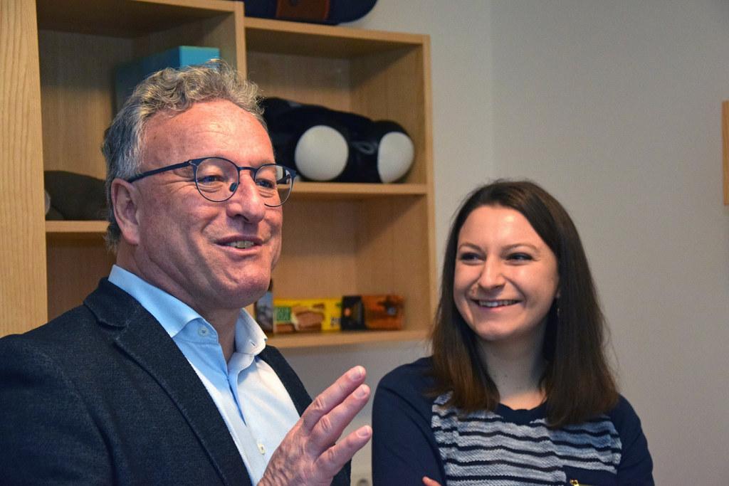 LH-Stv. Heinrich Schellhorn mit Gewinnerin Elena Fischer.