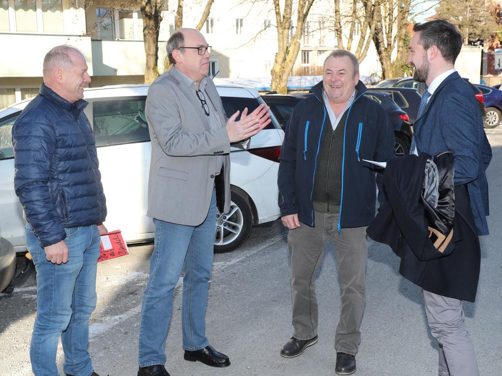 Salzburg AG-Betriebsräte Josef Mitterbauer, Frank Conrads, Friedrich Adelsberger mit LR Stefan Schnöll.