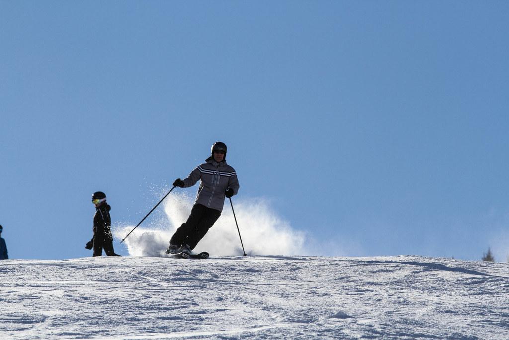 Ab 24. Dezember ist Skifahren auf Salzburgs Pisten möglich, das Mitnehmen von Speisen bei Skihütten ist allerdings nicht erlaubt.