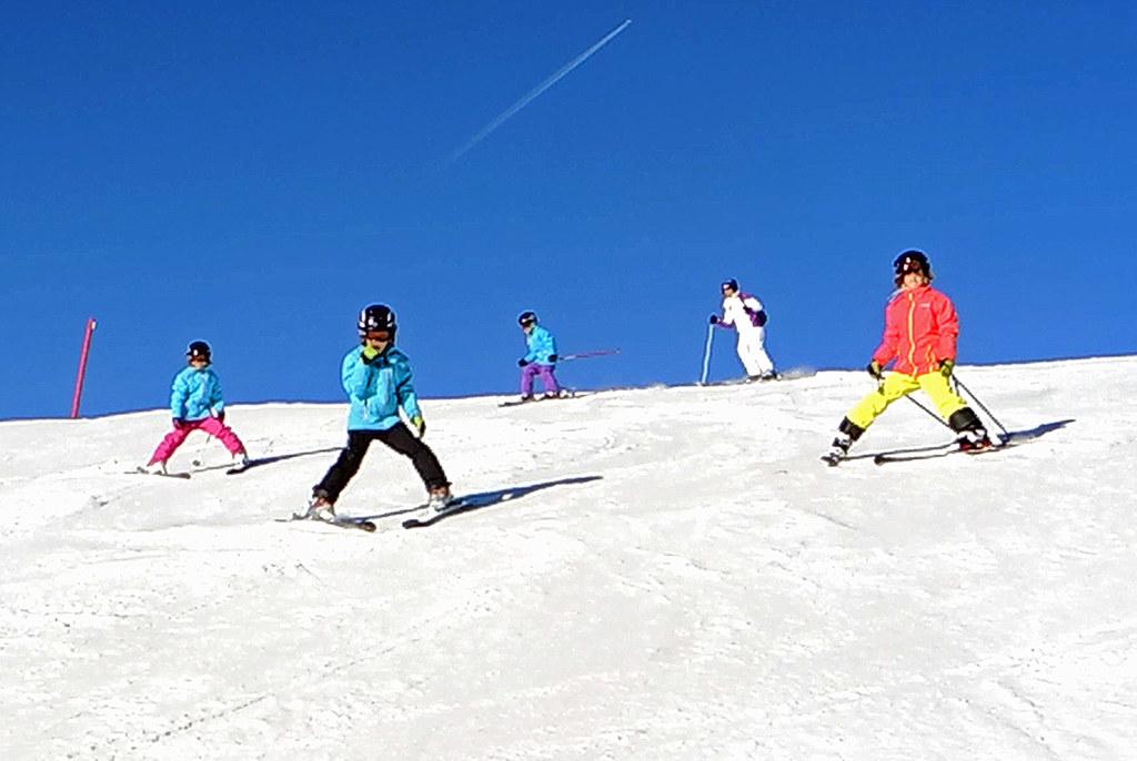 Kostengünstig Skifahren können Familien auch in den Semesterferien in Kitzbühel und im Lammertal (entsprechender Witterung vorausgesetzt).