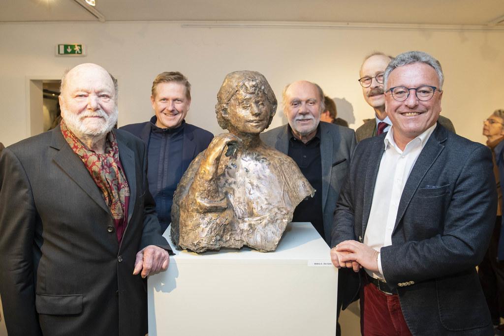 Josef Zenzmaier begrüßte bei der Ausstellungseröffnung neben LH-Stv. Heinrich Schellhorn (rechts) auch Bgm. Thomas Freylinger, Rupert Gruber und Josef Pichler.