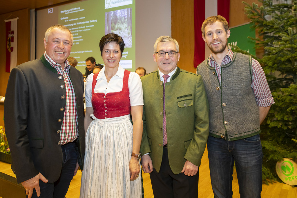 LR Josef Schwaiger traf im Heffterhof unter anderem die Waldbauern Michael und Barbara Höllbacher sowie Andreas Struber. Die Herausforderungen sind jedenfalls groß.