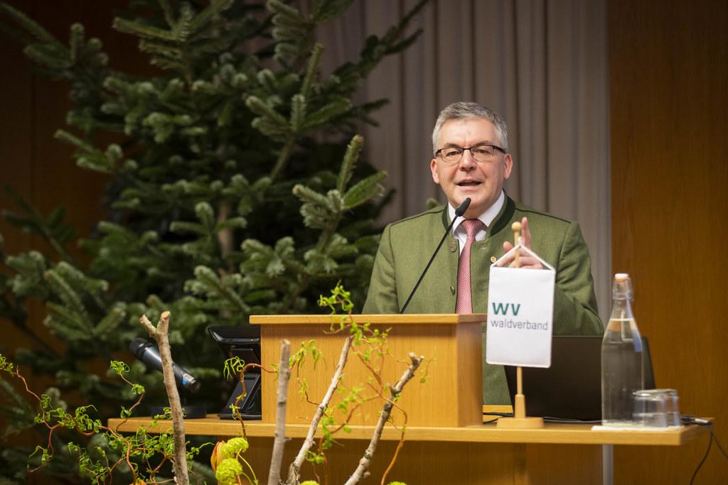 """LR Josef Schwaiger beim Waldbauerntag: """"2019 war ein schwieriges Jahr, aber eine nachhaltige Bewirtschaftung ist durch unsere Landwirtinnen und Landwirte garantiert."""""""