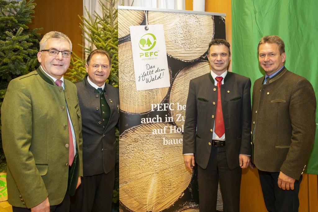 Salzburgs Wälder werden wieder vielfältiger: LR Josef Schwaiger mit Rudolf Rosenstatter (Obmann Waldverband), Rupert Quehenberger (Präsident Landwirtschaftskammer und Franz Titschnbacher.