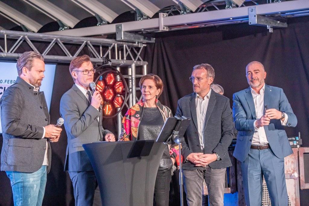 """LTP Brigitta Pallauf (Mitte) bei der Eröffnung der """"Nacht der Werbung"""", die diesmal in der Mönchsberggarage stattfand."""