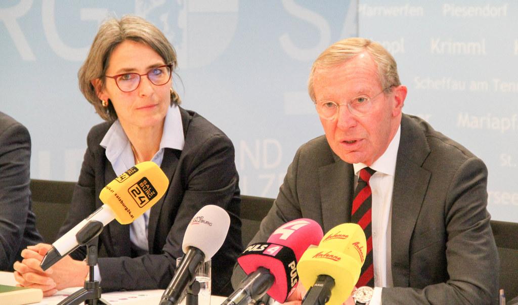 Weder das Risiko kleinreden noch dramatisieren wollen LH Wilfried Haslauer und Landessanitätsdirektorin Petra Juhasz.