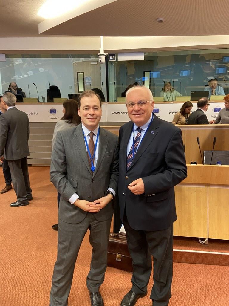Gemeinsam mit Europa-Staatssekretär Mark Speich aus Nordrhein-Westfalen fordert Salzburgs Vertreter Franz Schausberger (re.) eine bessere rechtliche Absicherung der Regionen in den Beitrittsländern auf dem Balkan.