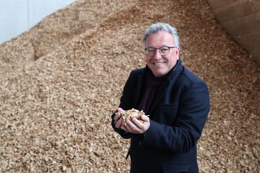 """Immerhin jeder fünfte Haushalt heizte im Jahr 2018 mit Biomasse. """"Alte Anlagen am besten jetzt, rechtzeitig vor Beginn der Heizperiode im Herbst, gegen klimafreundliche tauschen"""", empfiehlt LH-Stv. Heinrich Schellhorn."""