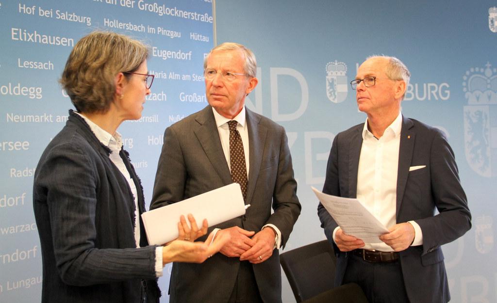Am 29. Februar 2020 informierten LH Wilfried Haslauer, LH-Stv. Christian Stöckl und Landessanitätsdirektorin Petra Juhasz über den ersten bestätigten Corona Fall in Salzburg. (Archivbild)