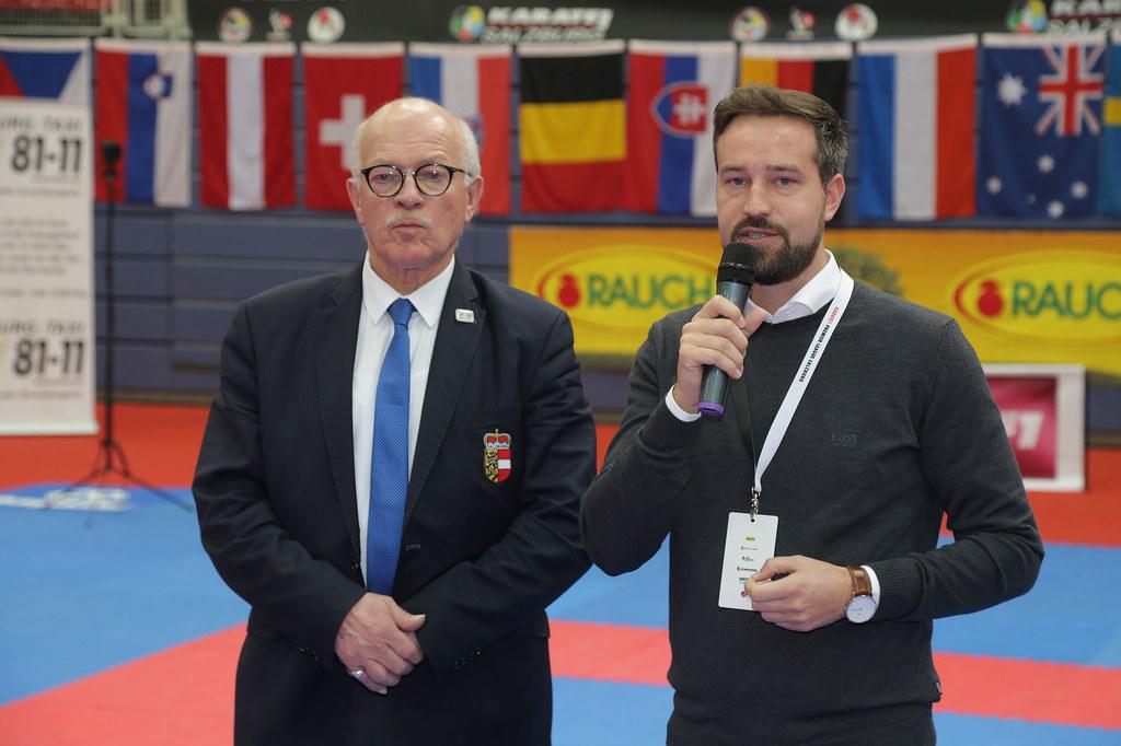LR Stefan Schnöll bei der Premiere League Karate in der Salzburger Sporthalle Alpenstraße, mit Salzburgs Judo-Präsident Georg Rußbacher.