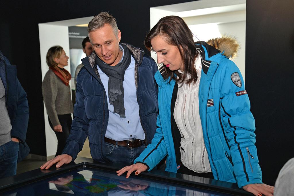 Bgm. Hannes Lerchbaumer (Uttendorf) erkundete gemeinsam mit LR Maria Hutter die neu gestaltete Talstation der Weißsee Gletscherwelt.