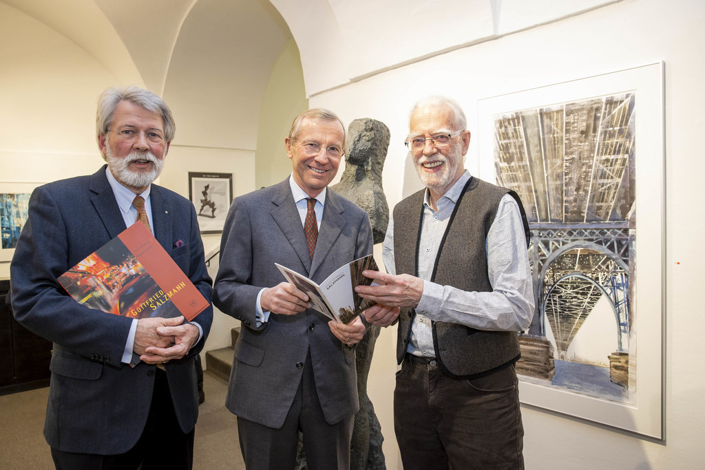 Welz-GF Hubert Lendl, LH Wilfried Haslauer und der Künstler Gottfried Salzmann.