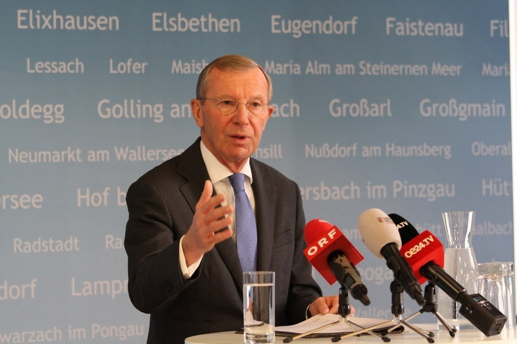LH Wilfried Haslauer heute in einer Pressekonferenz über die Maßnahmen, die Salzburg setzt, um die Ausbreitung des Corona-Virus einzudämmen.