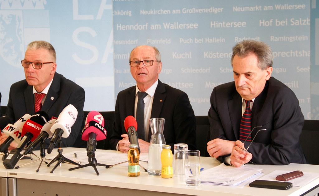 Über die Maßnahmen nach den Corona-Fällen am Uniklinikum informierten Michael Haybäck (Stadt Salzburg), LH-Stv. Christian Stöckl und Prof. Richard Greil, Uniklinikum Salzburg.