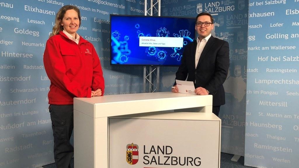 Karin Unterluggauer, Leiterin der psychologischen Notfallversorgung vom Roten Kreuz Salzburg im Gespräch mit Chefredakteur Franz Wieser, Landes-Medienzentrum.