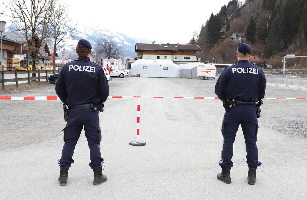 Fest im Blick hat die Polizei die Drive-in-Station in Zell am See.