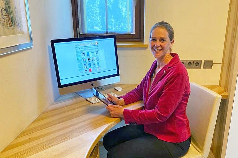LR Andrea Klambauer: Die Online-Bibliothek ist ab sofort für alle gratis zugänglich. Die Anmeldung kann man online vornehmen.