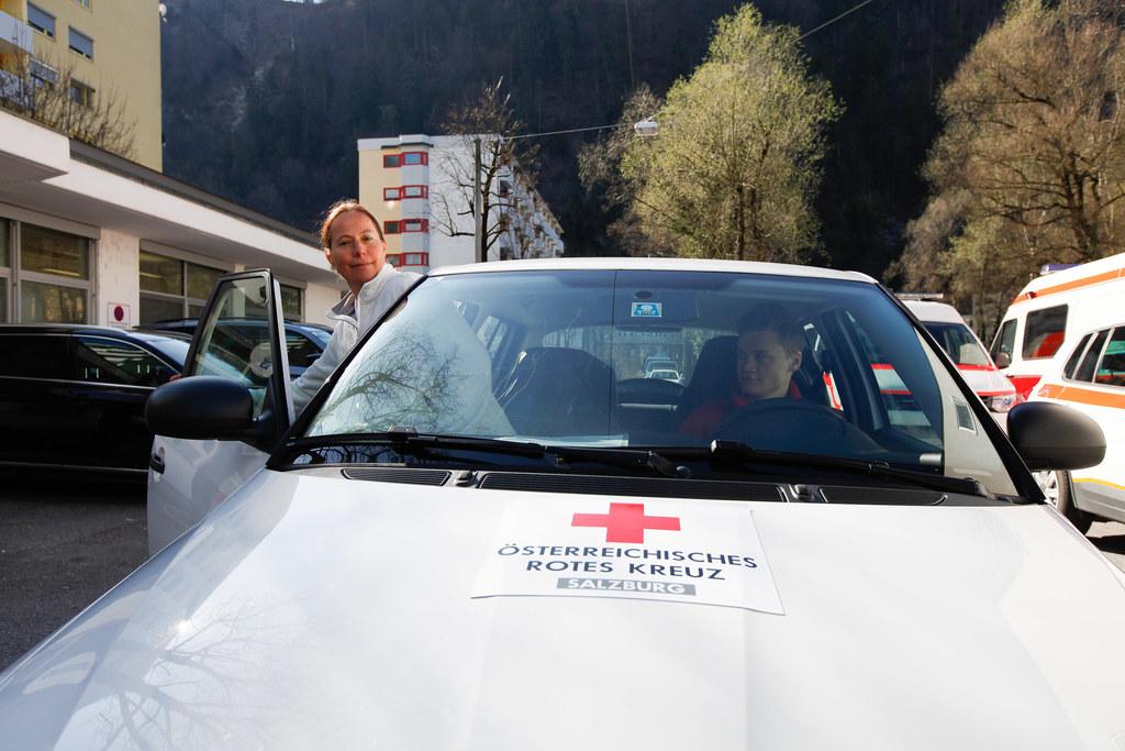 Seit gestern sind mobile Corona–Visite-Teams des Roten Kreuzes im ganzen Land im Einsatz. Sie betreuen, wenn notwendig, die Patienten in Heimquarantäne.
