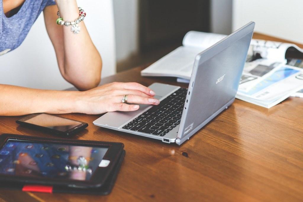 Verschiedenen Organisationen und Einrichtungen wie die Jugendzentren sind für Jugendliche der Ansprechpartner bei Problemen und Nöten und sorgen für digitale Abwechslung im Alltag.
